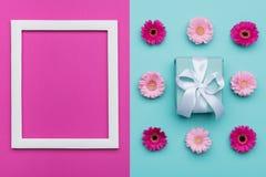 Het gelukkige Moeder` s Dag, van de Vrouwen` s Dag, van de Dag van Valentine ` s of van de Verjaardag Pastelkleur Blauwe en Roze  stock afbeelding