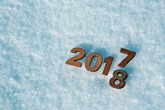 Het gelukkige nieuwe jaar 2018 vervangt het concept van 2017 Royalty-vrije Stock Foto's