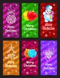 Het gelukkige Nieuwjaar en de Vrolijke verticaal van de Kerstmis vectorbanner plaatsen met de pijnboom, de bal en de sneeuwman va Stock Foto