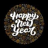 Het gelukkige Nieuwjaar van letters voorzien op zwarte achtergrond Stock Foto's