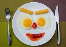 Het gelukkige ontbijt van Gezichts Bradende Eieren royalty-vrije stock afbeeldingen