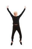 Het gelukkige oude vrouw springen. Stock Foto's