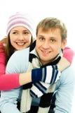 Het gelukkige paar kleedde zich in de winterkleren Stock Foto