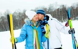 Het gelukkige paar skiån Royalty-vrije Stock Foto's
