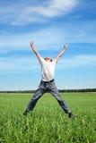 Het gelukkige persoon springen royalty-vrije stock fotografie