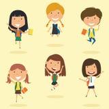 Het gelukkige schoolmeisjes openlucht springen Stock Foto