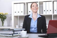Het gelukkige secretaresse glimlachen Royalty-vrije Stock Foto
