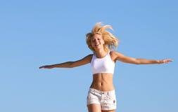 Het gelukkige tiener lopen Stock Foto
