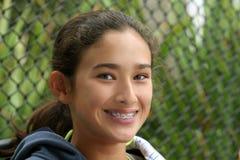 Het gelukkige tienermeisje glimlachen Stock Foto's