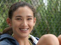 Het gelukkige tienermeisje glimlachen royalty-vrije stock afbeeldingen