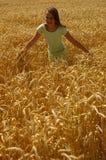 Het gelukkige vrije meisje Stock Foto's