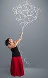 Het gelukkige vrouwenholding het glimlachen ballons trekken stock afbeeldingen
