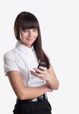 Het gelukkige wonder bedrijfsmeisje bekijkt celtelefoon stock foto's