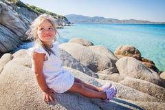 Het gelukkige zeegezicht van de Meisjezomer Royalty-vrije Stock Afbeeldingen