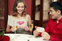 Het gelukwensen met Valentine's-Dag royalty-vrije stock fotografie