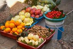 Het gemengde fruit verkoopt. Stock Afbeeldingen