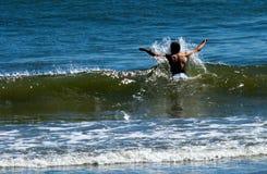 Het genieten van de van golven Royalty-vrije Stock Fotografie
