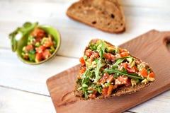 Het genieten van gezonde voedsel van het voedsel het van heerlijke ontbijt royalty-vrije stock foto