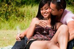 Het genieten van het van glas champagne Stock Afbeeldingen