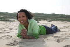 Het genieten van het van strand Royalty-vrije Stock Afbeelding