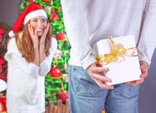 Het genieten van Kerstmis van gift Royalty-vrije Stock Foto's