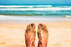 Het genieten van van strand in de zomer Stock Fotografie