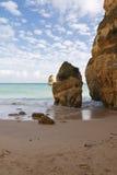 Het genieten van van vakantie met prachtig gezicht op verborgen geheim deel van het strand van Camilo stock foto