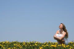 Het genieten van van zonneschijn Stock Foto