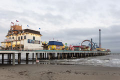 Het Genoegenpijler van het Galvestoneiland bij schemer stock foto's