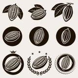Het geplaatste etiket en de pictogrammen van cacaobonen. Vector royalty-vrije illustratie