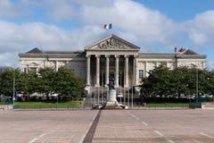 Het gerechtsgebouw op Plaats Leclerc in Angers, en het werk begon in 1863 volgens de plannen van architect Charles-Edmond Isabell stock foto's