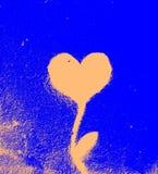 Het geregelde die schilderen van hart met installatie op de muur wordt gecombineerd - blauw Royalty-vrije Stock Foto