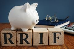 Het geregistreerde fonds RRIF van het pensioneringsinkomen van kubussen royalty-vrije stock fotografie