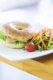 Het gerookte Ongezuurde broodje van de Zalm Royalty-vrije Stock Afbeeldingen
