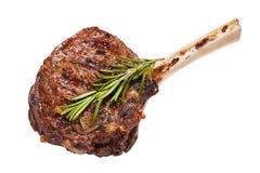 Het geroosterde die rundvlees van het tomahawklapje vlees op witte achtergrond wordt geïsoleerd stock foto's