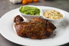 Het geroosterde lapje vlees van de kippentrommelstok stock foto's