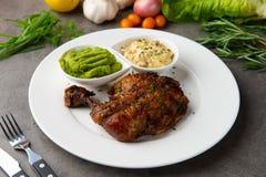 Het geroosterde lapje vlees van de kippentrommelstok stock fotografie