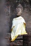 Het geruïneerde oude standbeeld van Boedha van de zetelzitting in Sukkothai, Thailand, het standbeeld van Boedha zonder hand en w Royalty-vrije Stock Fotografie