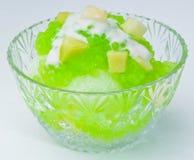 Het geschoren dessert van het Ijs en Verse vruchten Stock Fotografie