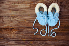 het geschreven kant van 2016 jaar van kinderschoenen Stock Foto's