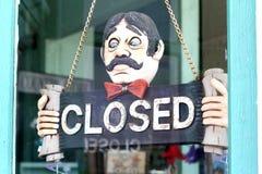 Het gesloten teken hangen van kettingen royalty-vrije stock afbeeldingen