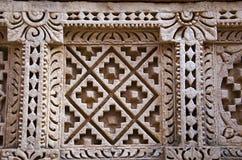 Het gesneden Dubbele Ikat patroon van Patola op de binnenmuur van Ranien ki vav, ingewikkeld geconstrueerd stepwell op de banken  Royalty-vrije Stock Fotografie