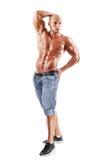 Het gespierde mannelijke model stellen in studio Royalty-vrije Stock Afbeeldingen