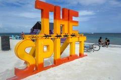 Het Gespleten het Breeuwijzer Caraïbische Eiland Belize Midden-Amerika van Caye van het Strandteken royalty-vrije stock fotografie