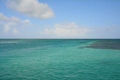 Het Gespleten Strand op Caye-Breeuwijzereiland Belize royalty-vrije stock fotografie