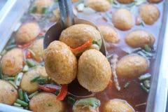 Het gestoofde ei Thaise voedsel koken stock afbeeldingen