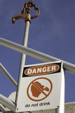 Het gevaar drinkt niet Stock Afbeeldingen