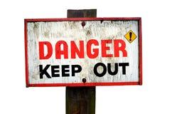 Het gevaar houdt houten die tekenpaneel weg op een witte achtergrond wordt geïsoleerd royalty-vrije stock afbeelding