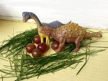 Het gevaarsroofdier die van de dinosaurus wild aard eieren beschermen royalty-vrije stock afbeeldingen