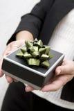 Het geven van de gift Royalty-vrije Stock Foto's
